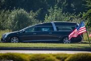 تصاویر | خودروی حامل تابوت طلاییرنگ جورج فلوید