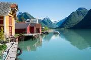 تصاویر   کتابفروشی رویایی در ساختمانهای متروکه نروژ   اصطبلهای خالی تا قفسهای کنار دریاچه