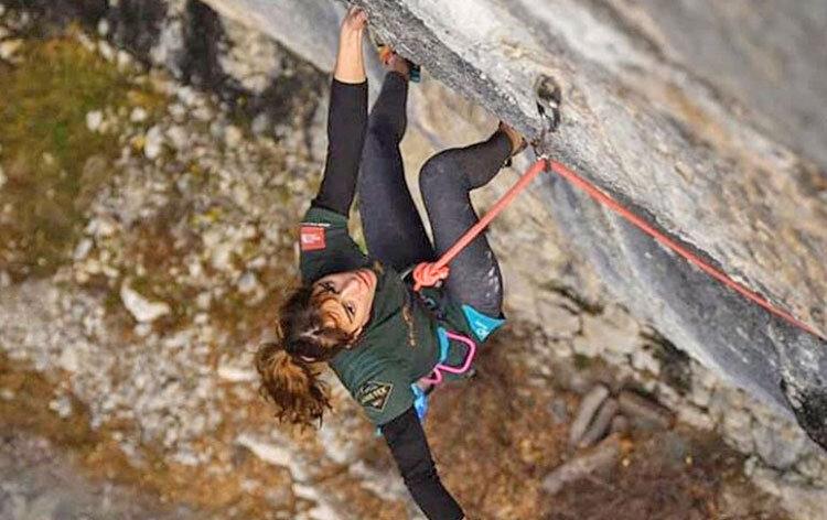 لوسي دوادي قهرمان جوانان جهان در صخرهنوردي
