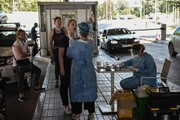 عکس روز| نمونهگیری کرونا در مرز