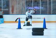 اولین دوره مسابقات اسکیت روی یخ با مانع برگزار شد
