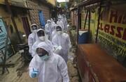 عکس روز | معاینه رایگان در زاغه بمبئی