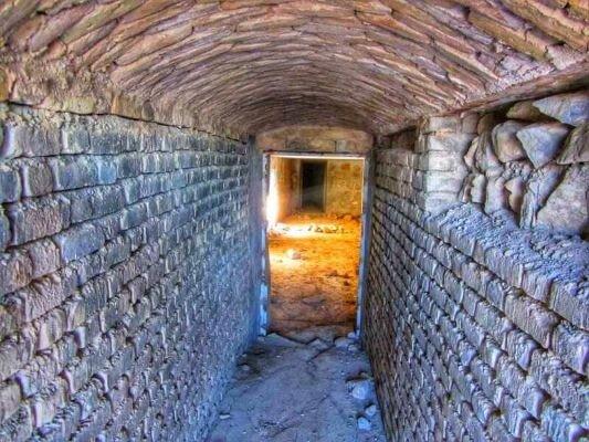 شناسایی پادگان زیرزمینی قاجاری در شرق بجنورد