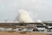 تماشای زیبایی موجها و فوارههای طبیعی اقیانوس در ساحل چابهار
