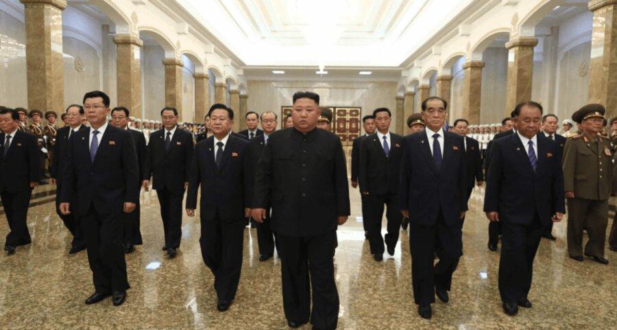 بازدید کیم جونگ اون از مقبره پدربزرگش