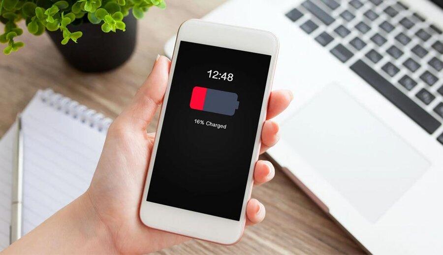 ۶ باور غلط درباره باتری گوشی موبایل و شارژر