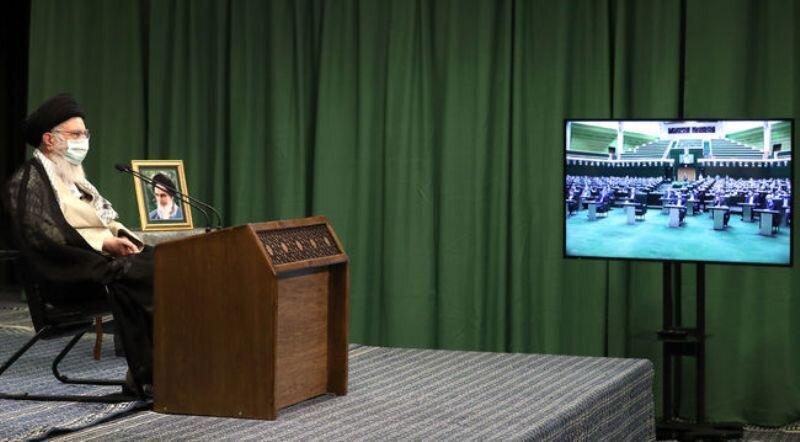 رهبر معظم انقلاب اسلامی در ارتباط تصویری با نمایندگان مردم در مجلس: دولتها باید تا روز آخر وظایف خود را انجام دهند | مجادلات مردم را ناراحت میکند | مردم مخالف تشنج میان قوا هستند