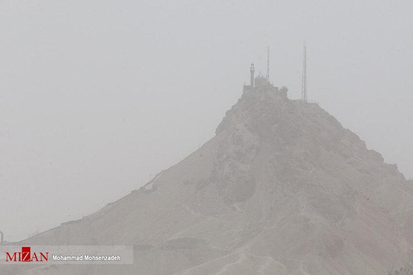 گرد و غبار در آسمان قم