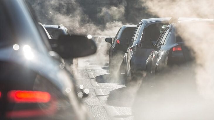 دانستنیهای خودرو | دلایل خروج دود آبی و سفید از خودرو چیست؟