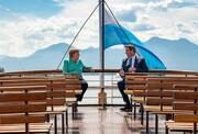 تصویری جالب از دیدار دیپلماتیک روی قایق تفریحی