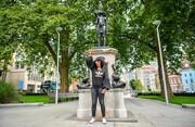 زن سیاهپوست جای تاجر برده ایستاد | مجسمه زن معترض در شهر بریستول