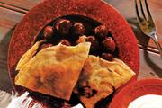 طرز تهیه پنکیک آلبالو و گیلاس | تا حالا نان و میوه خوردهاید؟ ؛ پنکیک میوه یعنی همین