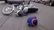ببینید | نجات معجزهآسای موتورسوار از مرگ در تصادف با مینیبوس
