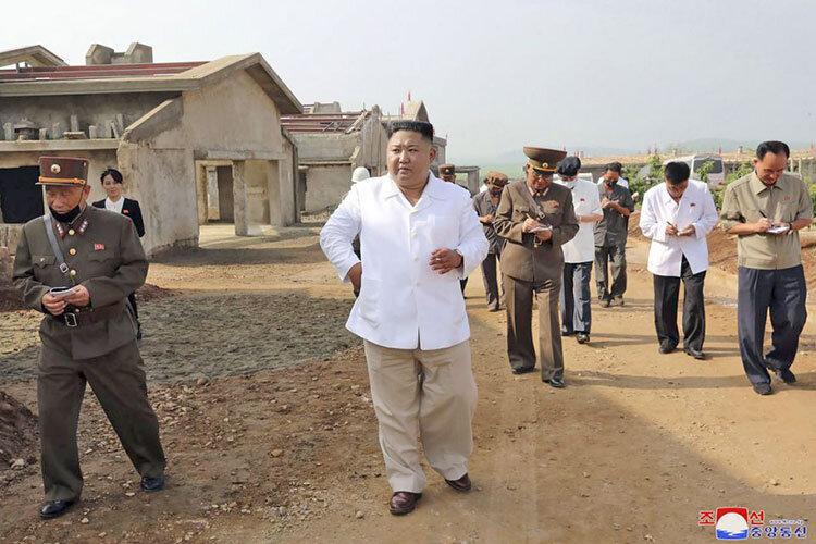 بازدید رهبر کره شمالی از یک مرغداری