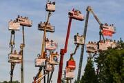 عکس روز| تماشای مسابقه با بالابر