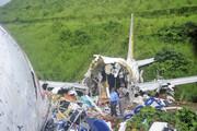 تصاویر | هواپیما دو تکه شد | ۱۸ کشته و ۱۲۰ مجروح در حادثه فرودگاه کرالا