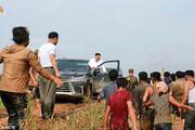 کیم جونگ-اون سفیدپوش سوار بر شاسیبلند لاکچری | بازدید رهبر کره شمالی از مناطق سیلزده