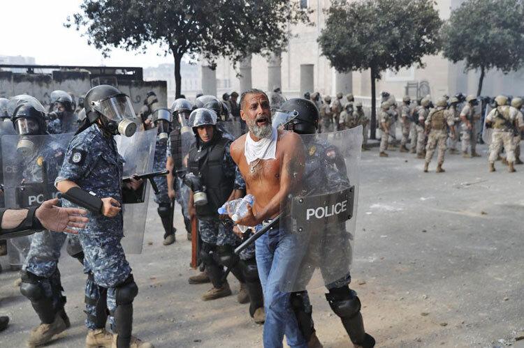 خشونت و درگيري معترضان با پليس در بيروت