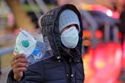 عکس | مرد عصبانی بدون ماسک در مواجهه با نیروی هلال احمر