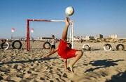 عکس روز | فوتبال در ساحل