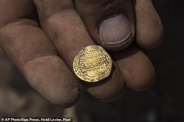 4485822 - تصاویر | کشف ۴۲۵ سکه طلا در فلسطین