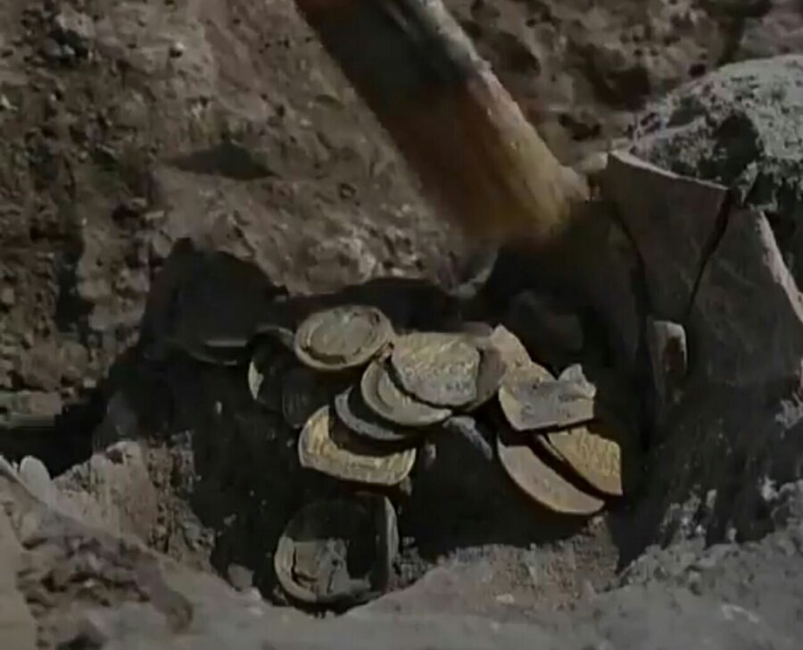 کشف کوزه پر از سکه طلا