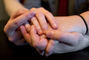 آیا بوسیدن و روابط نزدیک باعث انتقال کرونا میشود؟