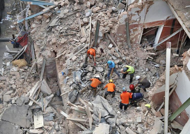 عمليات نجات در آوارهاي انفجار بيروت