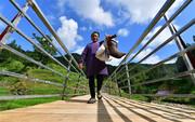 ویدئو | این روستای جذاب روی یک پل بنا شده است