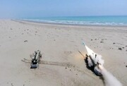 ببینید | لحظه شلیک موشک زیرآب به سطح توسط زیردریایی ایران | انهدام شناور هدف توسط موشک قادر | پرنده بدون سرنشین رزمی ارتش را ببینید