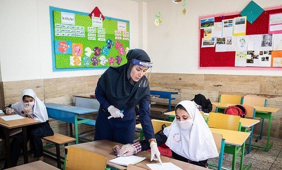 دانشآموزانی که علاوه بر مقطع اول و دوم ابتدایی باید از ابتدای بهمن در شهرهای آبی و زرد به مدرسه بروند