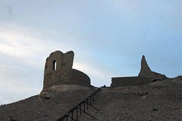 قلعه تاریخی حاجیآباد