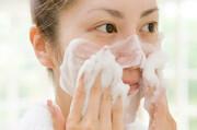 چطور صورت خود را با انواع پاک کننده صورت بشوییم؟