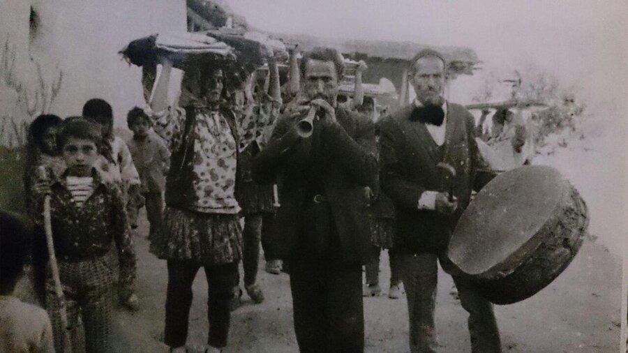 تصویر قدیمی روستای دینه کوه و پوشش های جالب اهالی در دهه پنجاه و شصت