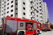 نجات یک مصدوم در آتشسوزی مجتمع پزشکان شیراز