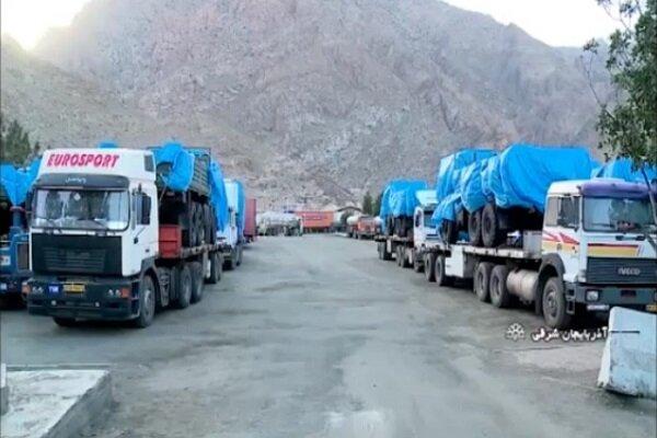 تریلرهای حامل تجهیزات نظامی در مرز نوردوز