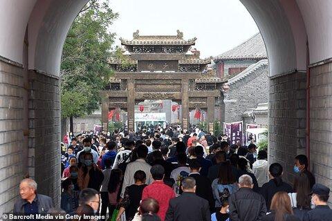 خوشگذرانی صدها میلیونی چینیها کنارهم در اوج کرونا