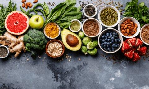 اگر تمام روز مینشینید، این ۸ ماده غذایی را حتما بخورید