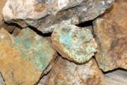 کشف پنج تن سنگ معدن قاچاق در اسفراین