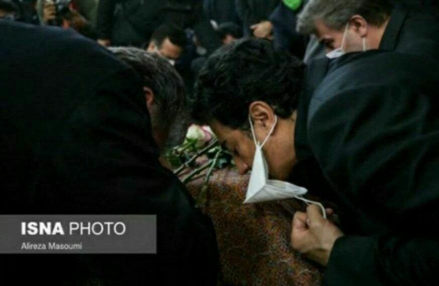 بوسه همایون شجریان بر تابوت خسرو آواز ایران