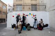 دیوارهای خاکستری بوم نقاشی دختران محله