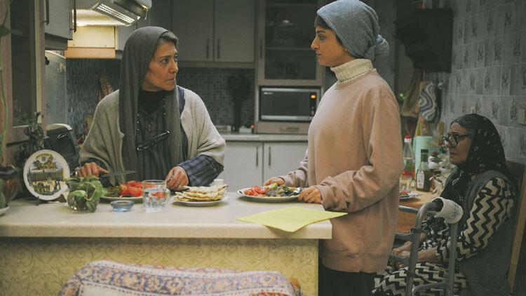 رویا افشار و ندا جیرئیلی در فیلم سینمایی دشمنان