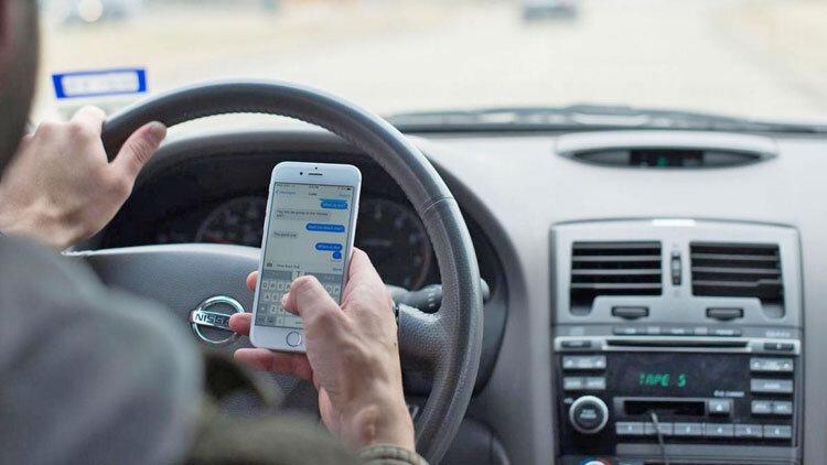 جدول | نرخ جرایم رانندگی در سال ۱۴۰۰ |  استفاده از تلفن همراه در حین رانندگی ۱۱۰ هزار تومان