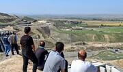 تصاویر | ایستاده و نشسته به تماشای جنگ! | حضور پرتعداد مرزنشینان برای تماشای جنگ قرهباغ