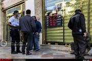 تصاویر | حال و هوای صرافیهای فردوسی در روز عقب نشینی قیمت دلار