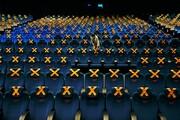 عکس روز | فاصلهگیری جسمی در سینما