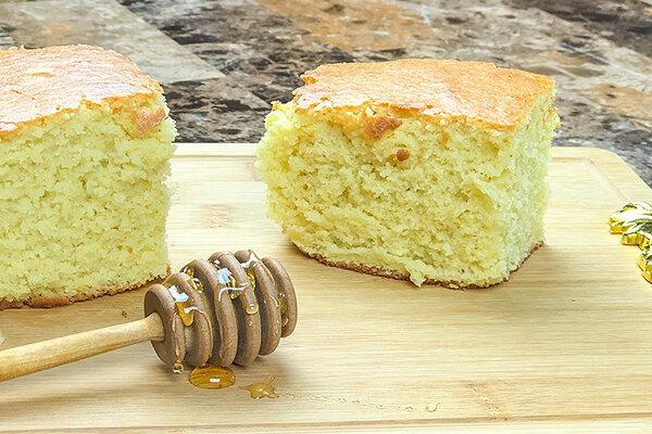 طرز تهیه کیک اسفنجی | چطور کیک ساده پفدار بپزیم؟