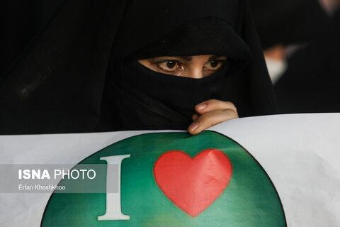 تصاویر تجمع مقابل سفارت فرانسه