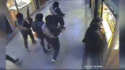 ببینید | سرقت مسلحانه داعشی از یک پاساژ طلا فروشی