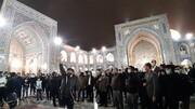 عکس و جزئیات تجمع مردم مشهد در حرم مطهر | شعارهای معترضان
